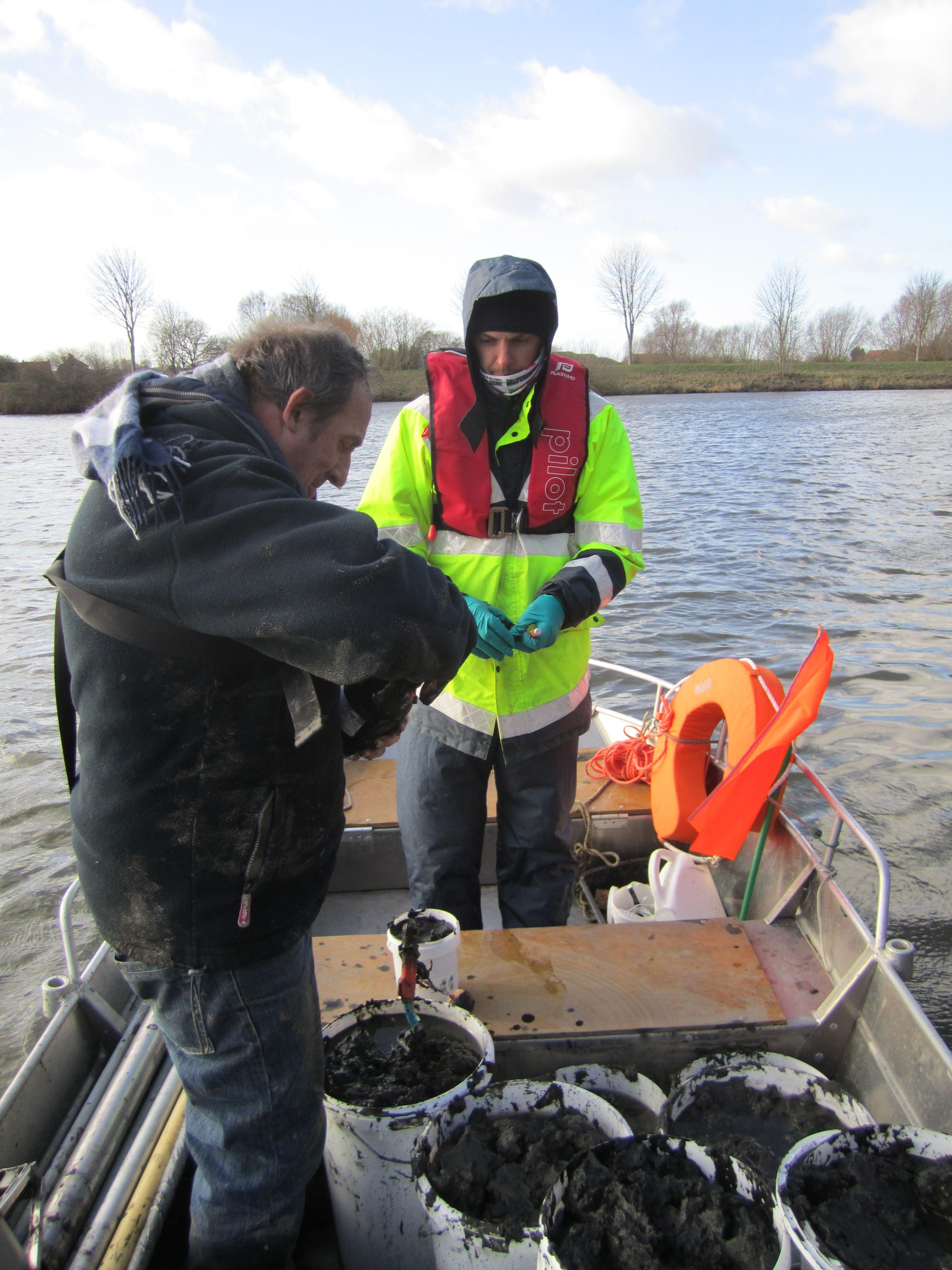 Barco de pesca de aluminio-depollution (3)