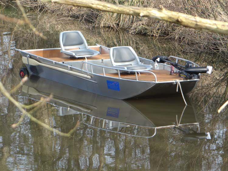 Barco de aluminio con fondo plano (10)