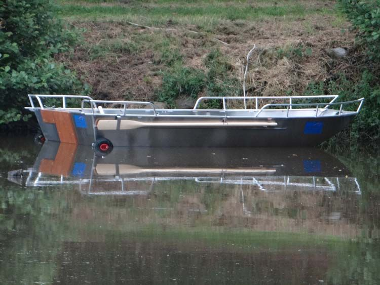 Barco de aluminio con fondo plano (16)