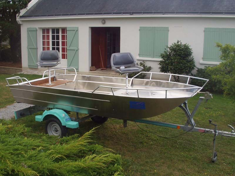 Barco de aluminio con fondo plano (9)